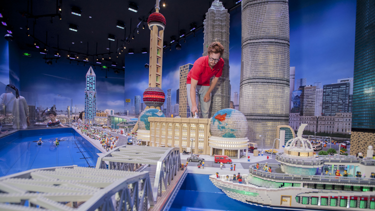 Inside Job: LEGO Master Model Builder