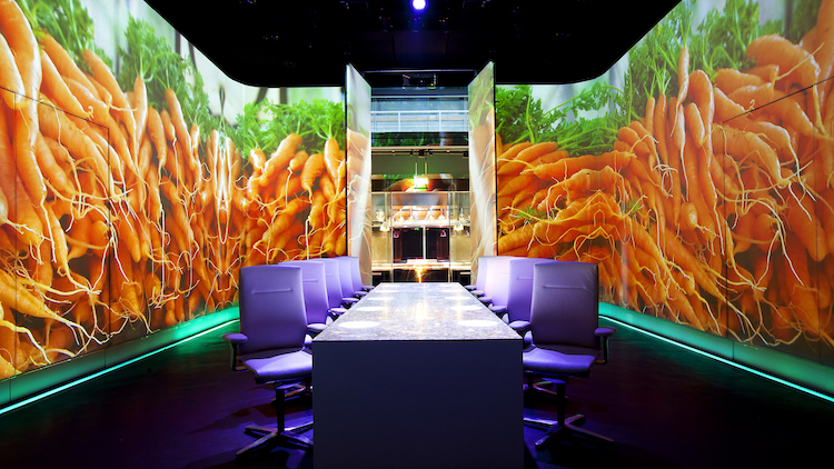 Eat at a 4D restaurant