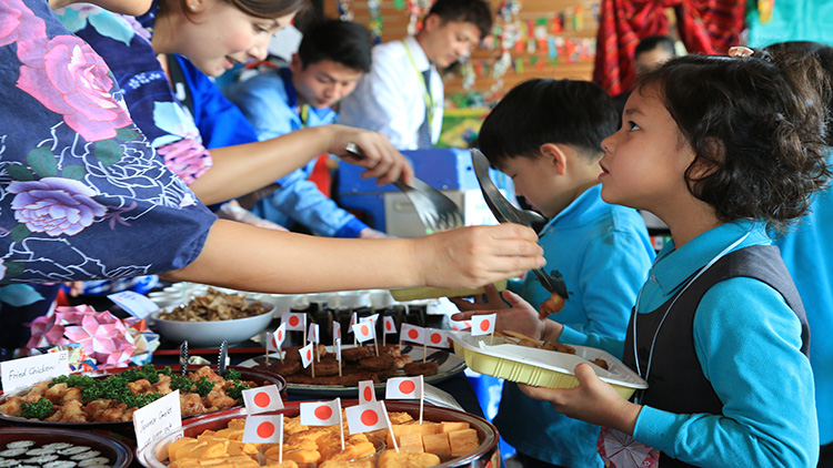 Japanese students and families served traditional dishes