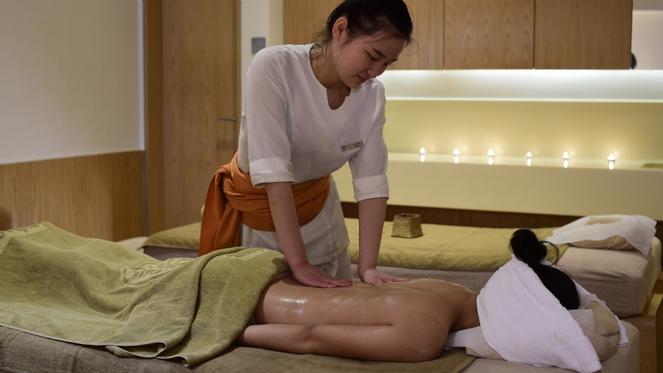 3 awesome massages to help you unwind from summer stress