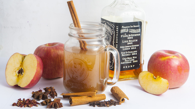 DIY cocktail: Mulled cider