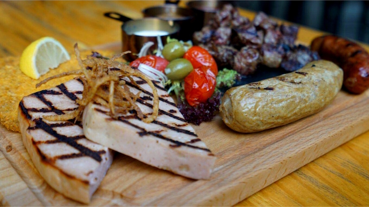 Thursday early bird BBQ platter at Zapfler