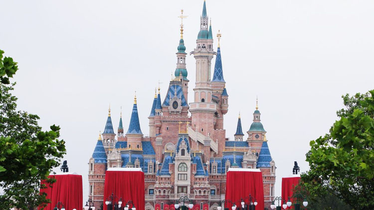 Shanghai Disneyland is the world's 8th most popular theme park