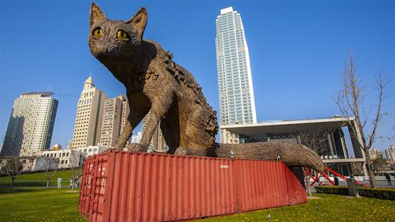 4 everyday sculptures you see in Shanghai, explained