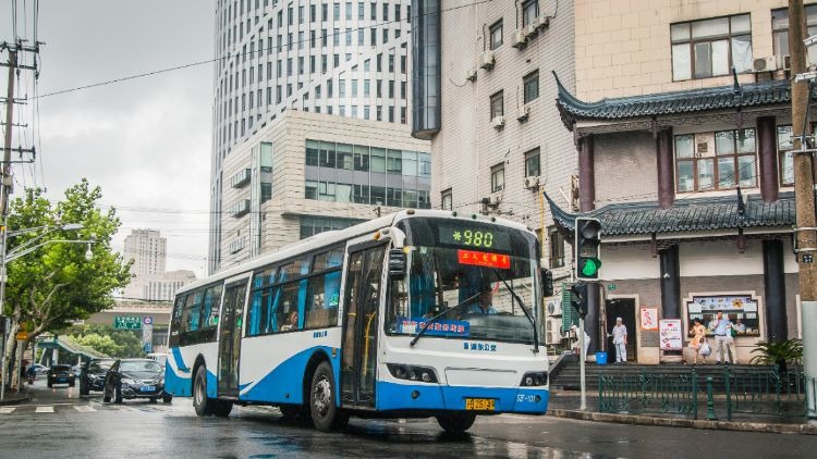 You can now use Alipay to pay for the bus in Shanghai