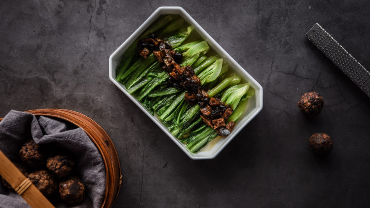 炎味·豆豉鲮鱼油麦菜Wok-fried_romaine_heart_dusted_with_Sichuan_truffle
