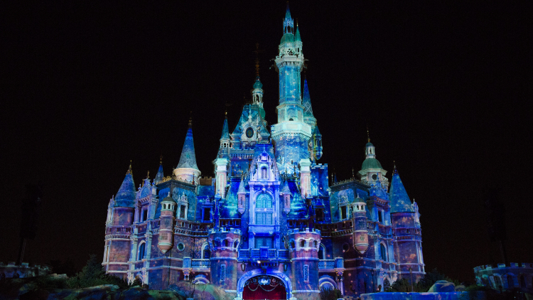 Shanghai Disney Resort is completely decked out with Frozen decor right now