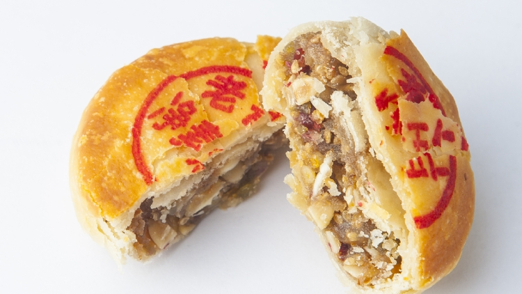 14. Eat a delicious mooncake