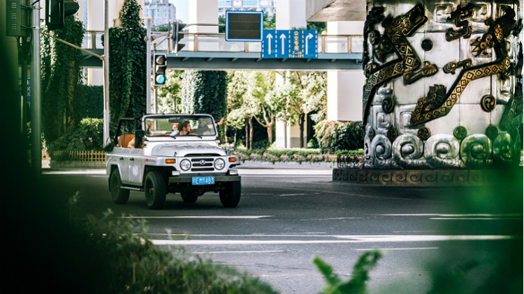 You can now tour Shanghai's modern architecture in a vintage Jeep