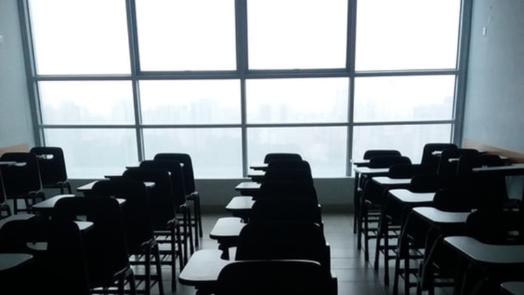 All Shanghai schools are to remain closed until mid-February