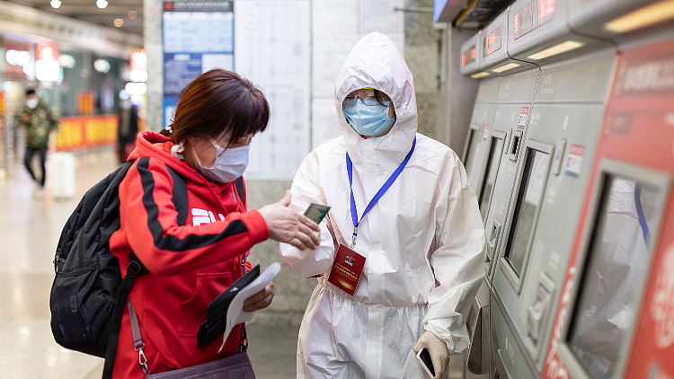 Meet one of Hongqiao Railway's health registration volunteers